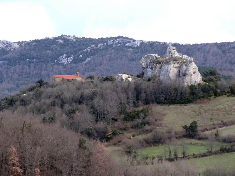 Eglise et ruines du château de Camps sur l'Agly