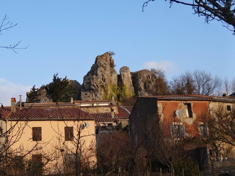 Le village de Camps et les ruines du château
