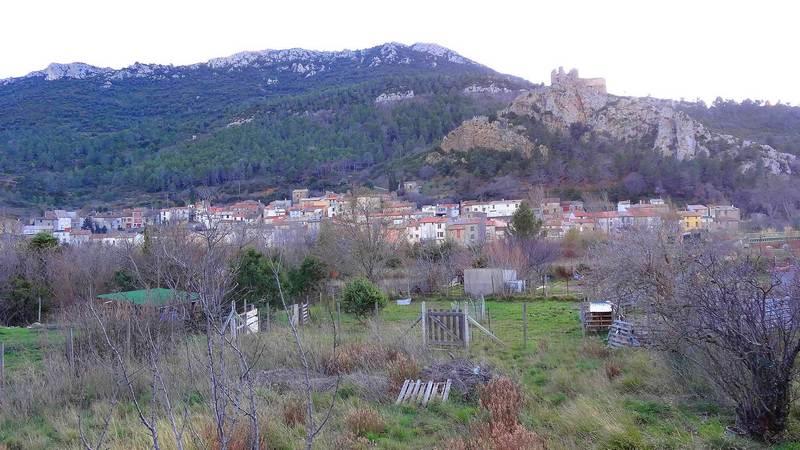 Padern et son château ruiné